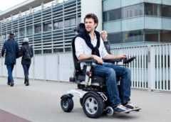 Кресло коляска с электроприводом для инвалидов