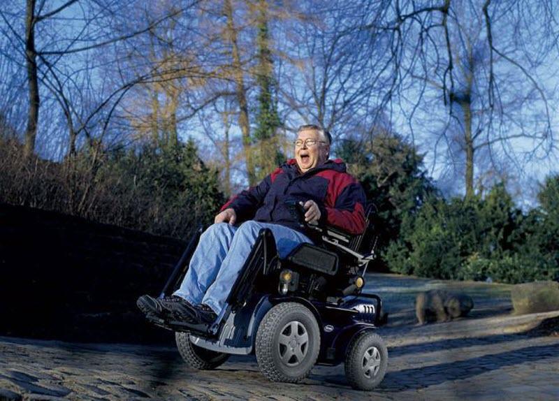 Кресло с электроприводом для инвалидов